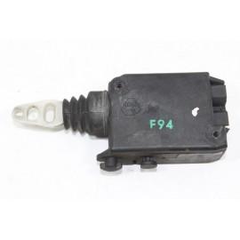 PEUGEOT 605 n°63 Mécanisme de verrouillage électrique de coffre