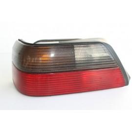 PEUGEOT 605 n°146 Feux arrière gauche conducteur