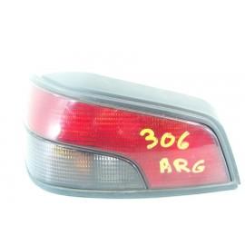 PEUGEOT 306 n°12 Feux arrière gauche conducteur